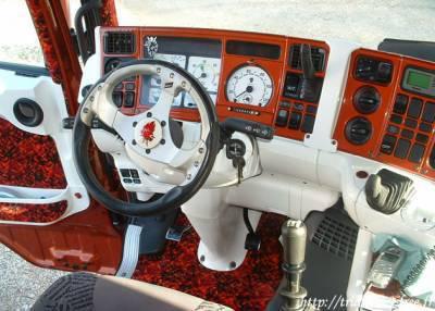 Interieur les camion tuning et decore for Camion americain interieur