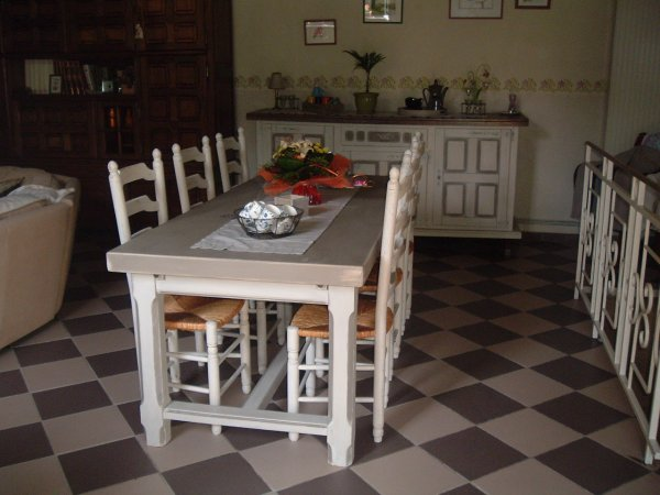 Blog de relooking deco l 39 atelier de la basse place for Table de salle a manger hanna