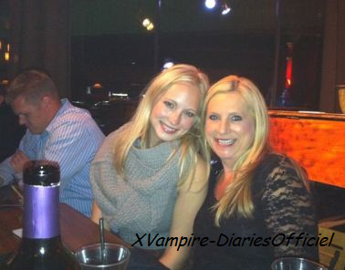 Photo Perso : Hier Candice Accola �tait en soir�e avec sa famille