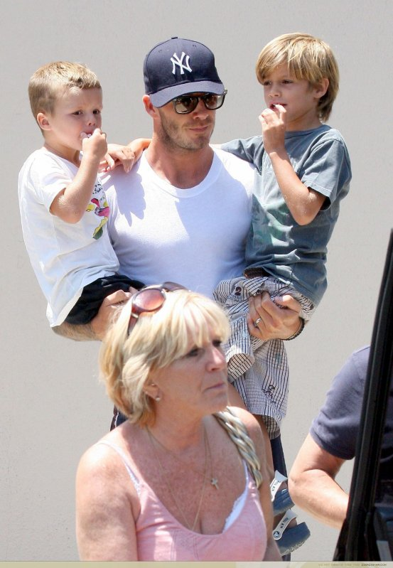 David Beckham & ses fils, avec ses beaux - parents / Brentwood / LA ... Giada De Laurentiis Parents