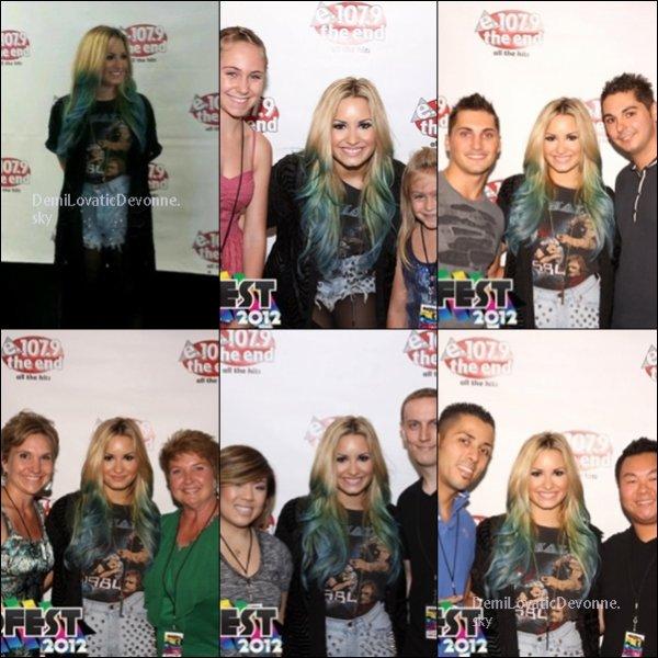 20/07/12 : BACKSTAGE+SHOW A LOS ANGELES Demi a fait un show en direct avec ces nouvelle m�ches vous aimez ? �